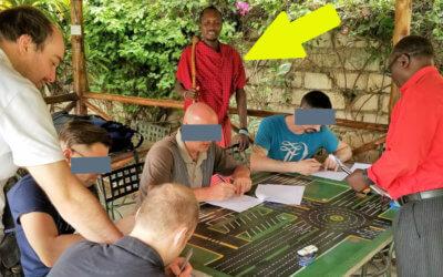 Deutsche Fahrschüler werden von Maasai Krieger beaufsichtigt, haha